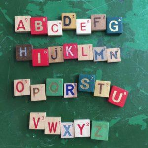 lettre en bois aimantée pour laisser des mots dans la maison