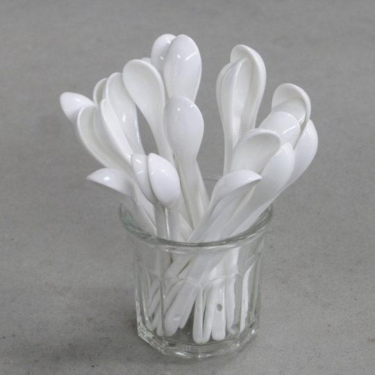 cuillère en porcelaine