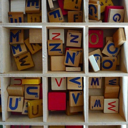 lettre SCRABBLE en bois aimantée