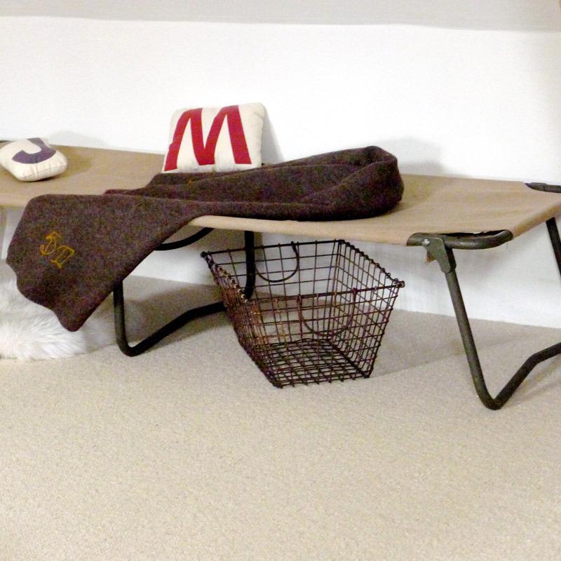 lit de camp chez les voisins. Black Bedroom Furniture Sets. Home Design Ideas