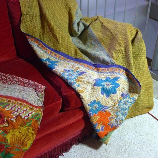plaid 150 made in india chez les voisins. Black Bedroom Furniture Sets. Home Design Ideas