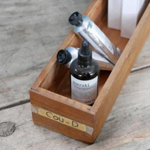 ancien tiroir en bois ideal pour rangement et accumulation