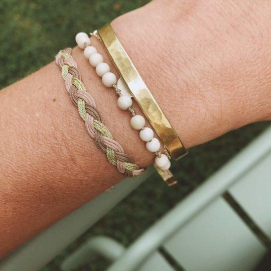 bracelet en pierre de rivière sur fil lurex, creation française, sab and sab