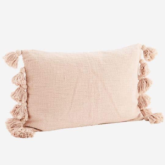 coussin rectangle pompons coton rose poudré madam stoltz