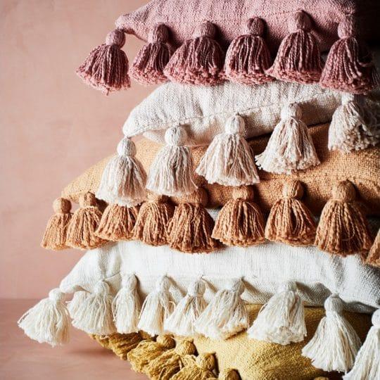 coussin pompons coton couleur madam stoltz
