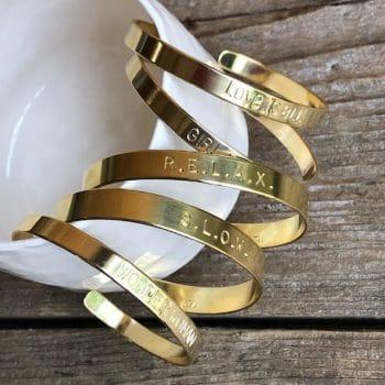 Bracelet en laiton gravé
