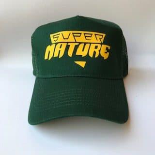 casquette verte supernature jaune