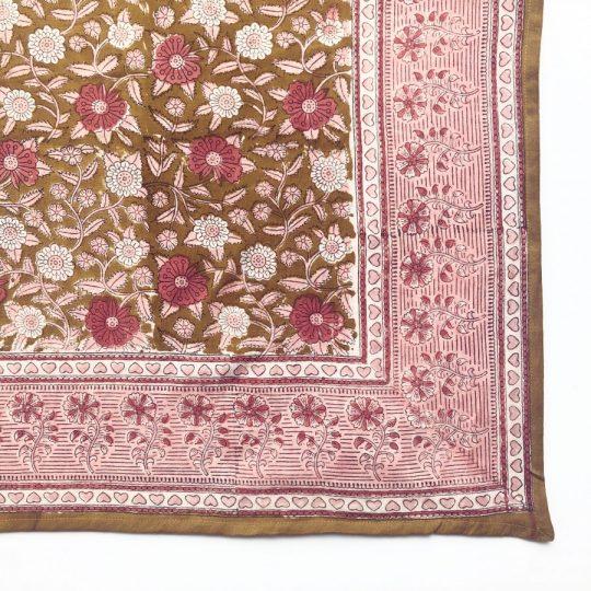 grand foulard curry en coton imprimé par block print, convient à toute la famille