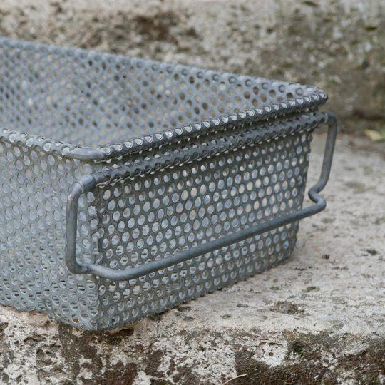casier en métal perforé