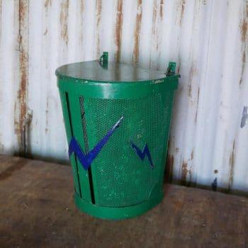 Ancienne poubelle d'école