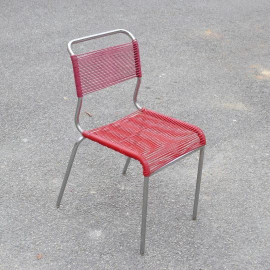 Chaise scoobidou rouge