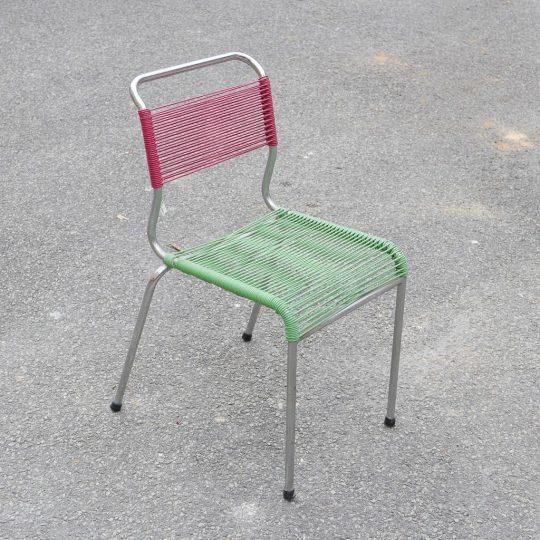 Chaise scoobidou rouge vert