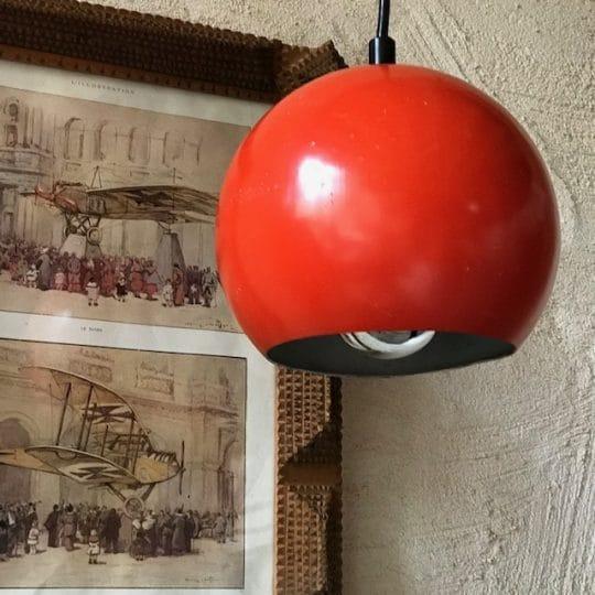 Suspension boule rouge