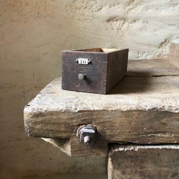Tiroirs en bois vintage