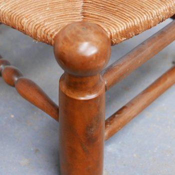 Petite chaise paillée en bois massif