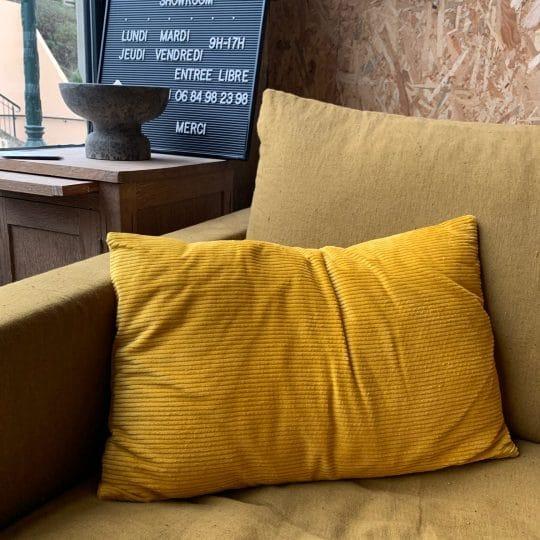 coussin en velours côtelé jaune rectangle