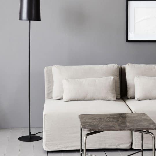 lampadaire ou lampe de sol noir mat en métal NOIDA de chez House Doctor