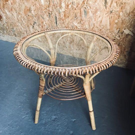 table basse vintage en verre et rotin années 60