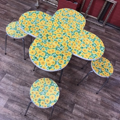 table et ses 4 tabourets