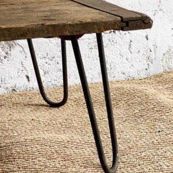 Table basse en bois avec pied en métal