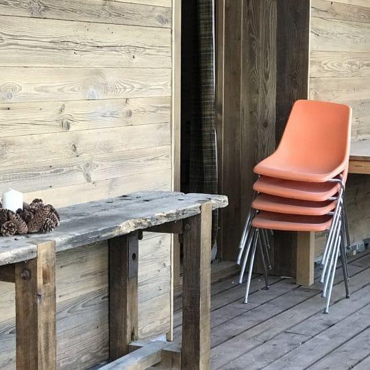 Chaise en coque orange