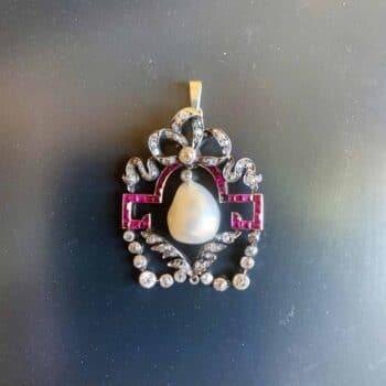 Pendentif avec une perle ancienne • AFFAIRE CONCLUE