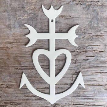 Croix camarguaise émaillée – CHEZ les VOISINS
