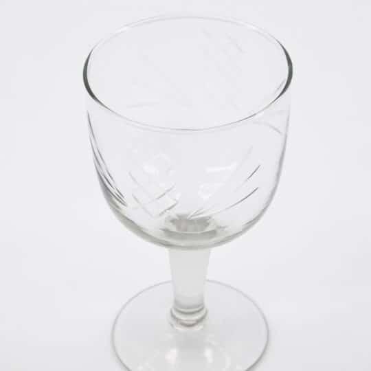 verre à vin en verre ciselé